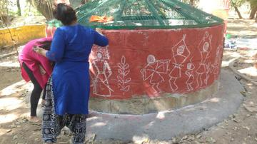 Volunteers painting the Karagada Kunte